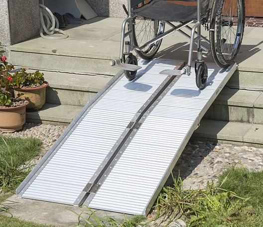 HOMCOM 6ft Folding Aluminum Wheelchair Ramp