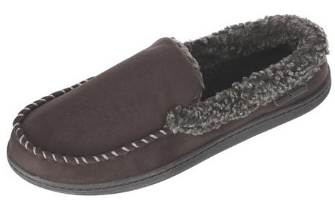 These closed toe micro suede moccasin slippers from Dearfoam are perfect for both indoor and outdoor use. The extra lining makes them incredibly comfortable and warm to wear.